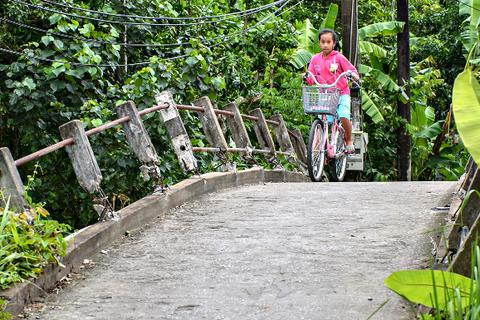 Chủ tịch TP Cần Thơ chỉ đạo làm rõ vụ đập hàng loạt lan can cầu