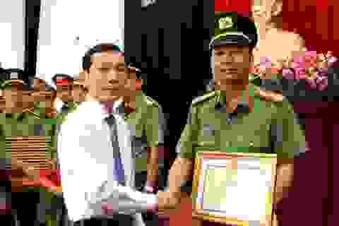 """Chủ tịch TP Cần Thơ khen thưởng công an vụ bắt băng """"siêu"""" trộm vàng đường sông"""