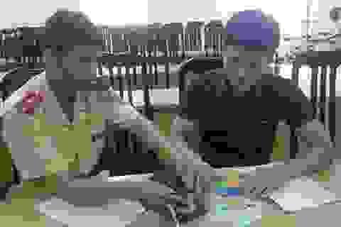 Hà Nội: Nam sinh viên đánh rơi 10 triệu đồng khi đi xem pháo hoa