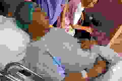 Hà Nội: Cảnh sát giao thông bị ô tô tông vỡ xương