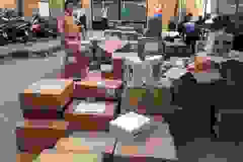 """Hà Nội: CSGT phát hiện xe khách chở thuốc tân dược nghi """"lậu"""""""