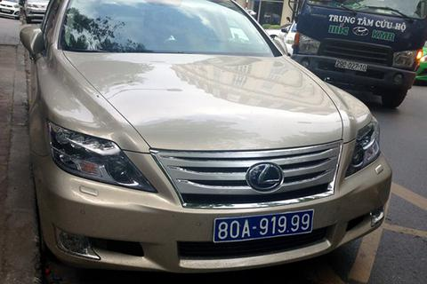Xe Lexus tiền tỷ đeo biển xanh 80A-919.99 giả