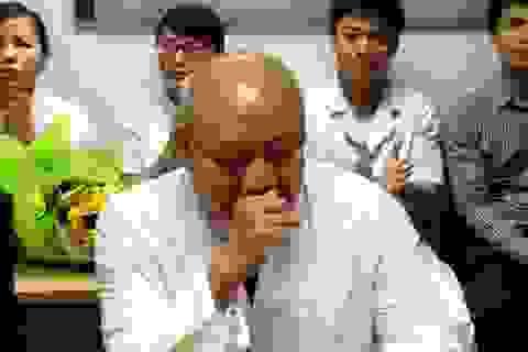 PGS.TS Nguyễn Văn Thạch rơi nước mắt cảm ơn… người bệnh