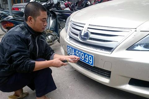 Phát hiện xe trùng biển số với xe của nguyên Ủy viên Bộ Chính trị
