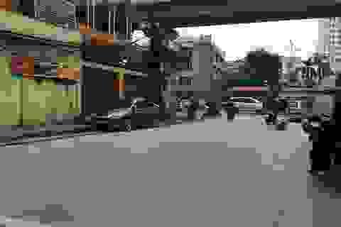 Hà Nội: Dùng dao tấn công cảnh sát, khống chế người đi đường
