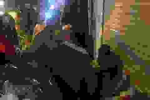 Cảnh sát giao thông Hà Nội tặng chăn ấm cho người vô gia cư