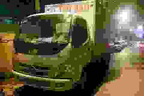 """Hà Nội: Gắn nhãn """"Xe thư báo"""" để vận chuyển hàng lậu"""
