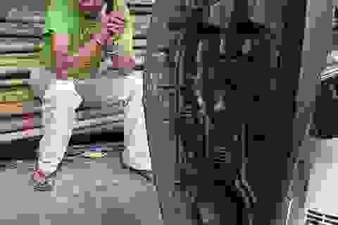 Hà Nội: Nam thanh niên mở nắp bình xăng dọa đốt để uy hiếp CSGT