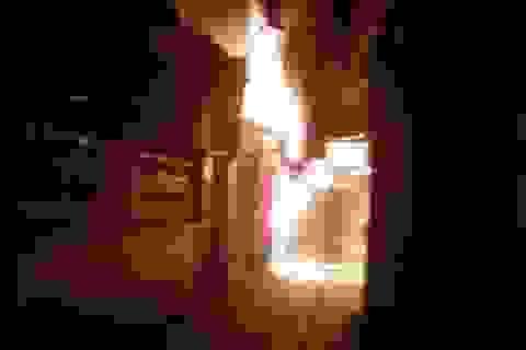 Hà Nội: Hoảng loạn vì cột điện bốc cháy dữ dội