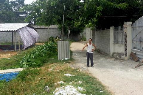 Hà Nội: Người thân mang thi thể nạn nhân đặt giữa nhà nghi phạm