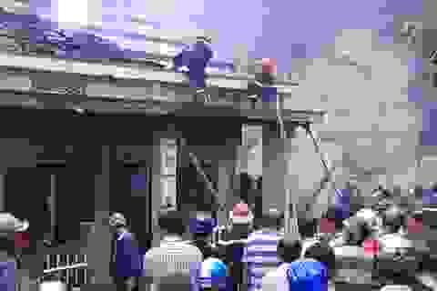 Nhà trẻ tư nhân bốc cháy, 2 nhà bên cạnh bị thiêu rụi