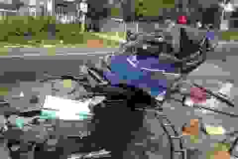 Tai nạn kinh hoàng, người dân phá cửa ô tô cả tiếng đưa lái xe ra