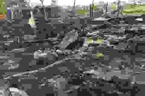 Xì bình gas, 3 căn nhà bị thiêu rụi
