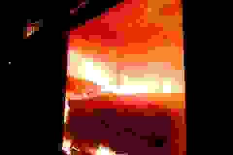 Kho mì cháy suốt 2 ngày đang được niêm phong để thu khoản nợ 60 tỷ đồng