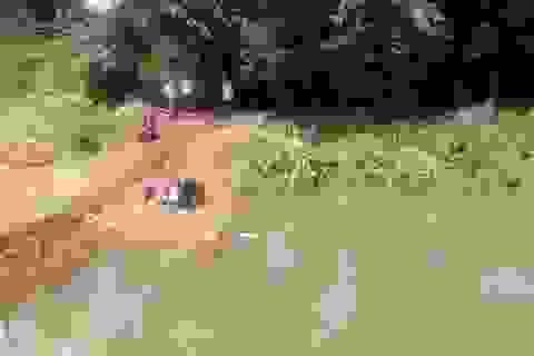Cả 3 cha con cùng tử vong dưới hồ