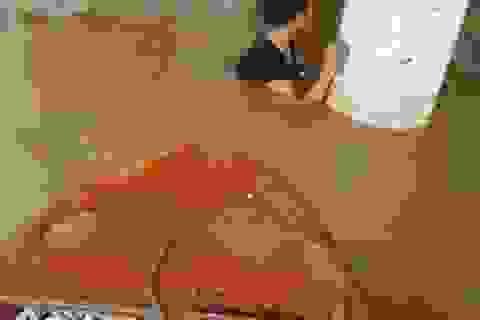 Tâm sự nhói lòng của giáo viên dầm mình dưới nước dọn lũ từ 3h sáng