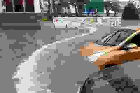 Thủ đô: Nước ngập sâu 1m, biệt thự sập bất ngờ!