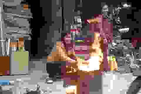 Hà Nội: Đỏ lửa tiễn ông Táo về trời, sông hồ ngập rác