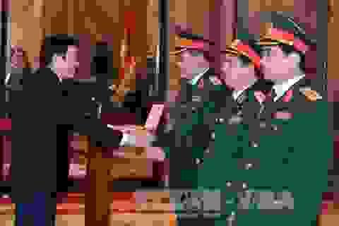 Trong nhiệm kỳ, Chủ tịch nước thăng quân hàm cấp Tướng cho 313 sỹ quan