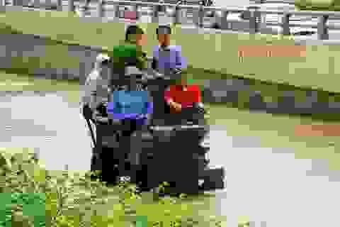 Hà Nội: Nhiều khu vực nước chưa rút hết sau ngày mưa lớn
