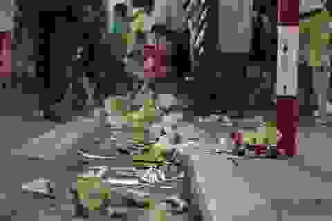 Hoàn Kiếm yêu cầu cửa hàng cam kết không để du khách xả rác ra phố đi bộ