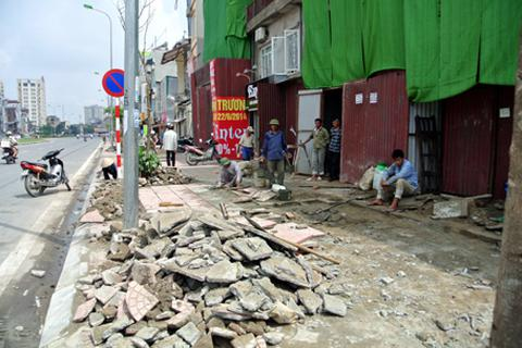 Hà Nội lát vỉa hè 12 quận bằng đá tự nhiên, tuổi thọ 70 năm