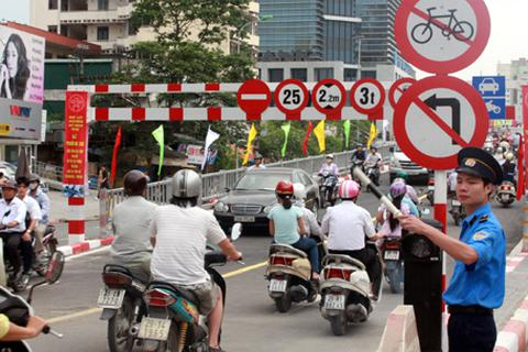 """Hà Nội nêu phương án phân luồng giao thông khi """"đóng"""" cầu vượt Láng Hạ"""