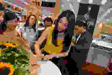 """Trương Ngọc Ánh """"gây bão"""" tại hội chợ Quốc tế trang sức Việt"""