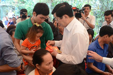 Chủ tịch nước thăm và chúc Tết nhân dân tỉnh Long An