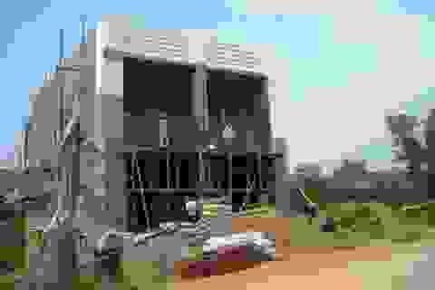 Vụ bán đất trong hành lang thoát lũ: Các hộ dân vẫn tiếp tục xây dựng nhà