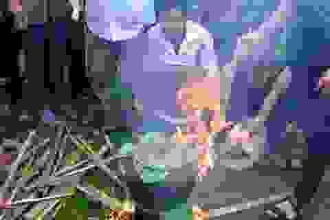Cả làng cùng nhau góp lễ ăn tết lại