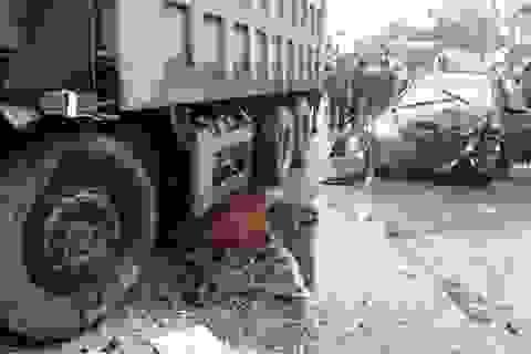 Cố vượt đèn đỏ, xe tải gây tai nạn liên hoàn