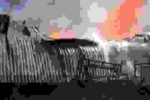 Cháy lớn suốt 10 tiếng, thiêu rụi hàng chục tỷ đồng