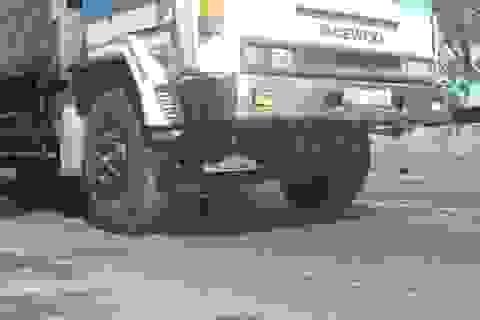 Taxi vượt ẩu, nữ công nhân môi trường thiệt mạng