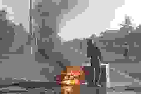 Xe máy cháy ngùn ngụt, lái xe bị bỏng