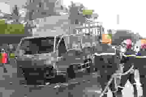 Xe tải chở bật lửa gas cháy nổ lớn trên quốc lộ