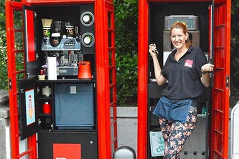 Bốt điện thoại công cộng của Anh thành... tiệm cafe độc đáo
