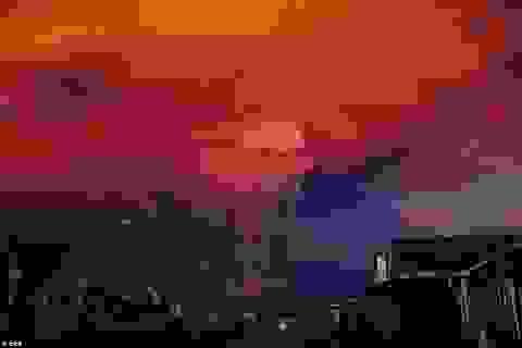 Núi lửa Chile phun trào mạnh mẽ sau hơn 40 năm ngủ yên