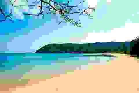 Những bãi biển hoang sơ quyến rũ du khách ngày nắng nóng