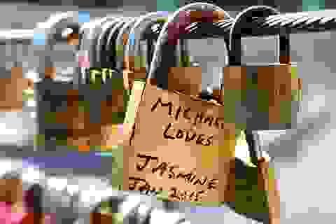 """20.000 ổ khóa tình yêu được tháo bỏ ở """"xứ sở chuột túi"""""""