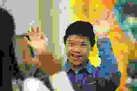 Nam Á Bank đồng hành cùng trẻ em khuyết tật làng trẻ Hòa Bình