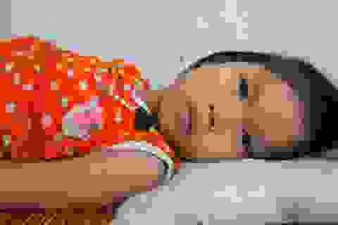 Bé 5 tuổi mắc bệnh teo cơ hóa tủy hiếm gặp
