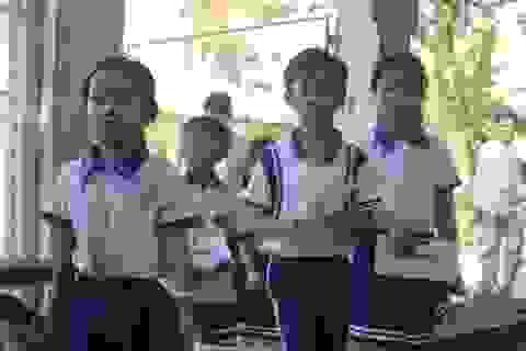 Grobest cùng quỹ KHVN, báo Dân trí trao 126 suất học bổng đến với học sinh nghèo