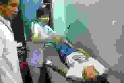 Vụ công nhân ngộ độc: Có công nhân chưa đủ 15 tuổi!