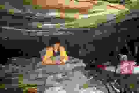 Người phụ nữ sống trong hang động sau khi bị gia đình bỏ rơi