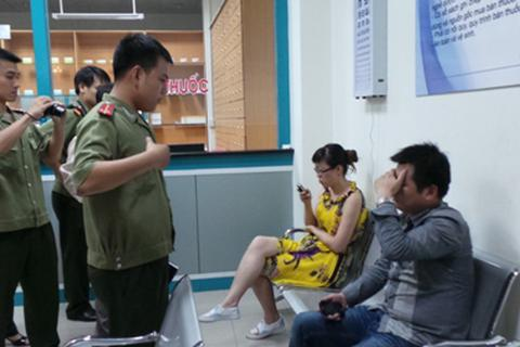 """Phòng khám bị """"đột kích"""", 10 """"bác sĩ"""" Trung Quốc tháo chạy"""