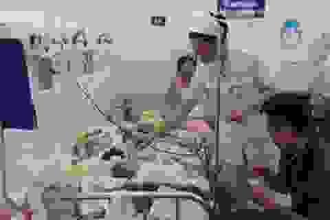 Bệnh hô hấp vào mùa cao điểm, trẻ ồ ạt nhập viện