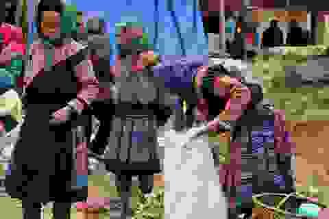 Rực rỡ sắc màu trang phục các dân tộc ở Tả Gia Khâu