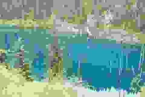 """Đẹp mê hồn hồ nước như """"trận địa giáo"""""""