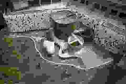 Độc đáo thác nước làm từ hàng nghìn... bồn cầu toilet
